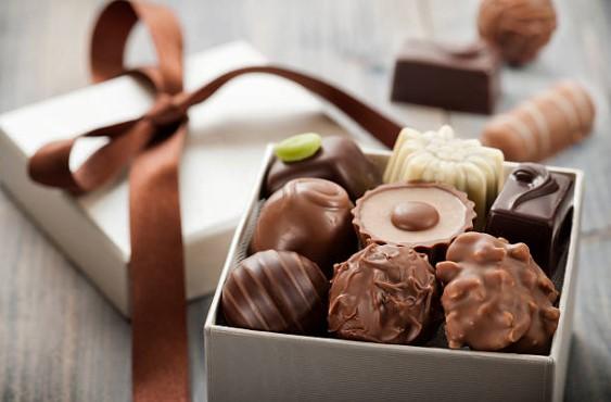 Применение современных технологий при простой упаковке шоколада